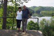 Jiří Drahoš s manželkou Evou na své chatě u Kamýku nad Vltavou