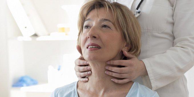 Máte problémy se štítnou žlázou? S těmito příznaky jděte k doktorovi