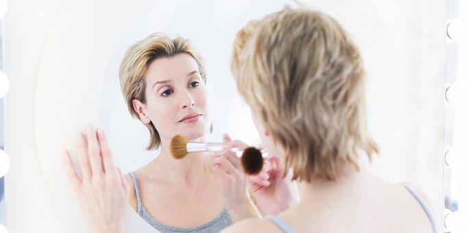Jak mít krásné vlasy i pleť po padesátce? Přestaňte s dietami!