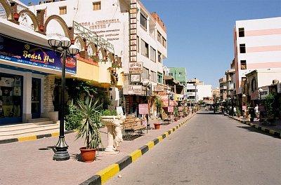 """Ulice v Hurghadě - Ulice plná bazarů v El Dahar v lokalitě Hurghada. Autor: Przemyslaw \""""Blueshade\"""" Idzkiewicz"""