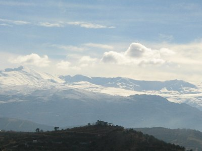 Zasněžené vrcholky Sierry Nevady