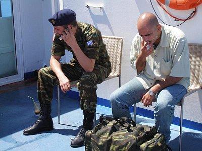 Řečtí vojáci - Vojáci plující z Athén na Kos,kde jsou neustále v pohotovosti proti případnému útoku z Turecka. Napětí je cítit na každém kroku.  (nahrál: Libor)