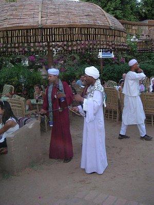 Hudebníci z domorodé restaurace (nahrál: admin)