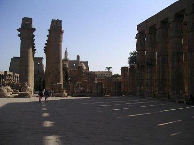 Pohled z nádvoří Amenhotepa III (nahrál: admin)