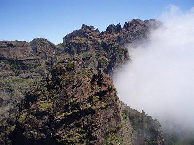 Cesta na Pico Ruivo II - Po poledni se Pico Ruivo rádo halí do mraků (nahrál: Tomas)