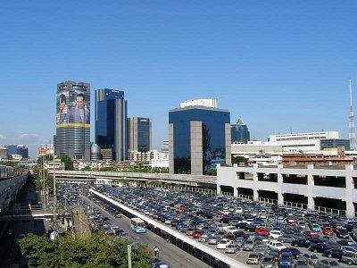 Bangkok - pohľad na modernú čásť mesta zo stanice nadzemnej železnice (nahrál: V.Revický)