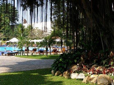 Bazem pred hotelom Mountain Beach Pattaya - ku trotému sa dostanete priamo z reaštaurácie po raňakách. (nahrál: V.Revický)