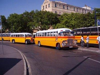 hlavní autobusové nádraží ve Vallettě - tož takový kruhový úan :-)  (nahrál: addonics)