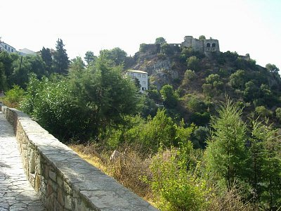"""Parga  - Promenáda od pláže ,,Valos\"""" kolem zřiceniny hradu... (nahrál: Evinka)"""