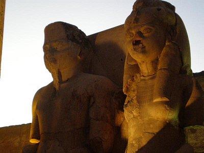 Luxor - Mladý faraonský pár, ale nevzpomínám si kdo je to (nahrál: lovenka13-Bára)