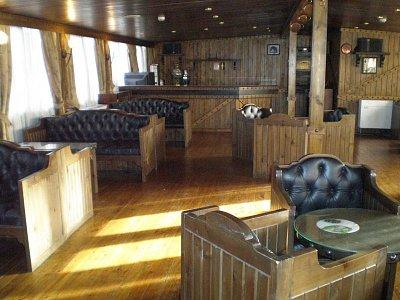 Bar na horní palubě na lodi Julliana (nahrál: lovenka13-Bára)