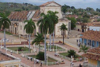Náměstí Plaza Mayor - Středobod města Trinidad se zářícími koloniálními budovami - pohled z věže Musea Municipal de Historia (nahrál: formas)