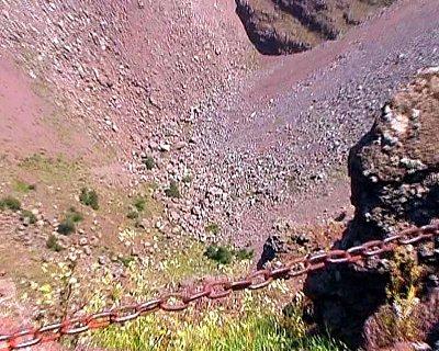 Kráter - Vyjít na Vesuv stojí za to.Z vrchu je krásný výhled na Neapol a moře. (nahrál: kotoule)