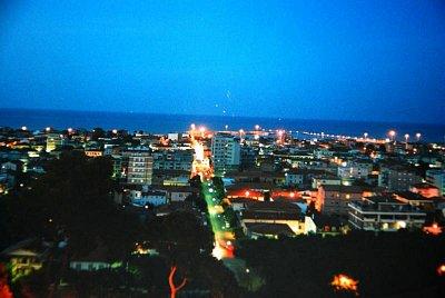 Giulianova večer - Výhled je pěkný i na moře. (nahrál: kotoule)