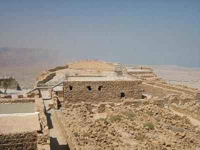 Masada 1.8.2008 - Moc se tu toho nedochovalo,ale i tak to tu ny Vás dýchá historií. (nahrál: honza)