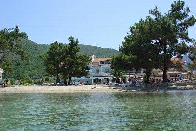 Hotel Rachoni Bay - Moře mělké cca 50m, čisté i s rybkami a hlavně teplé (nahrál: Milan Pokorný)