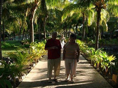 Palmova alej v hotely PARADISUS VARADERO - Cuba našich sen.Darovali sme im pokoj a dlho očakávaný relax. (nahrál: mimka)