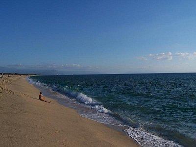 moře - pláže v zálivu Gioia Tauro (nahrál: alien.jarda)