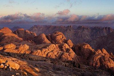 Pohled na okolní vrcholy (nahrál: Canoppy)