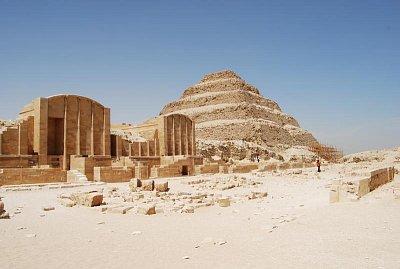 Saqqára - Džoserův pohřební komplex (nahrál: evelyn)