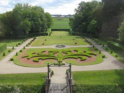 zahrada (nahrál: Knoppová Zdeňka)