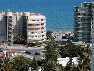 Fuengirola - Pohled na moře - přes hotely (nahrál: HelčaS)