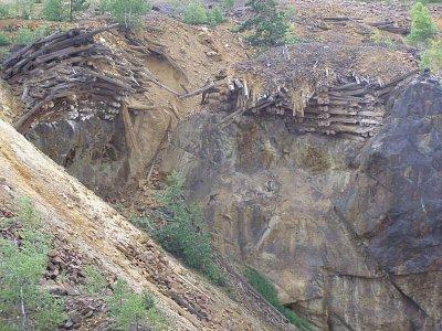 Falun Měděný důl - původní výdřeva,zbytky po tom co se důl propadnul (nahrál: josef Vágner)