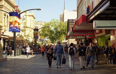 Rundle Mall - Procházka po Rundle Mall, kde je soustředěno množství obchodů (nahrál: Luboš)
