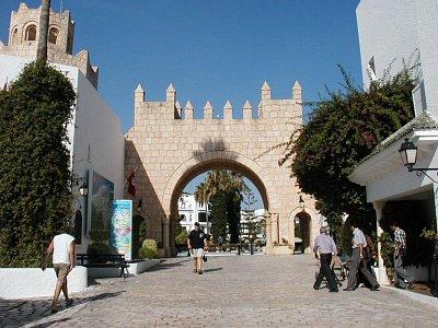 Vstupní brána od přístavu (nahrál: HelčaS)