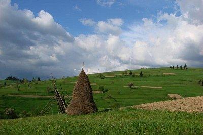Ukrajinské pastorále - Nekonečné louky,  Nižnij Studenij, Podkarpatská Rus (nahrál: elena)