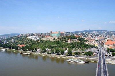 Bratislava - panorama Hradu z Nové věže (nahrál: petras21)