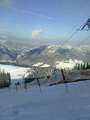 Sjezdovka na Gruni  - pohled z vrchu na Malou Fatru  (nahrál: ivana Adamková)