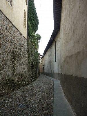 Miláno, Bergamo