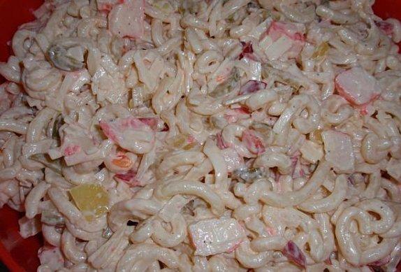 Surimi salát se semolinovými těstovinami