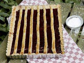 Ořechový koláč s trnkovou zavařeninou