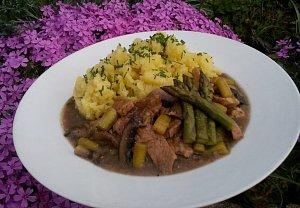 Zázvorové maso s chřestem a steakovým žampionem