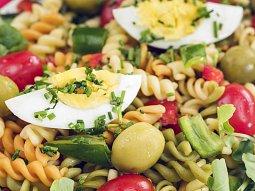 Výborný těstovinový salát s vejcem