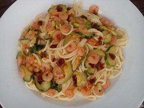 Těstoviny (nejen) s krevetami a cuketou