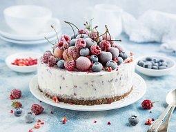 Jogurtovotvarohový cheesecake s lesním ovocem