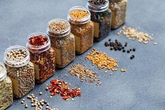Recept na vlastnoručně vyrobenou kořenící směs – postup přípravy, suroviny a více variant receptu