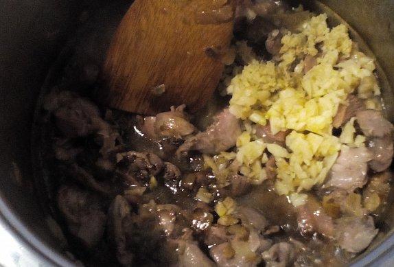 Kuřecí žaludky v pikantním sosu
