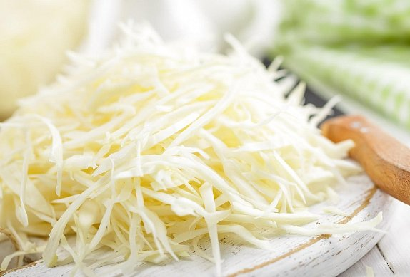 Česnekové nudle se zelím - nejen příloha