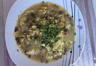 Kapustová polévka s tmavou drobrozrnnnou zelenou čočkou