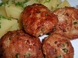 Karbanátky nebo sekaná s česnekovými výhonky