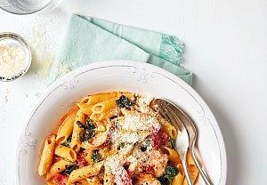 Těstoviny se smetanovou omáčkou, zeleninou a kuřetem