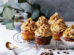 Kávové cupcakes s karamelovým krémem