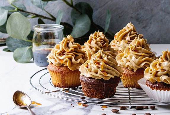 Kávové cupcakes s karamelovým krémem photo-0