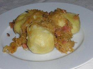 Bramborové knedlíky plněné směsí s anglickou slaninou