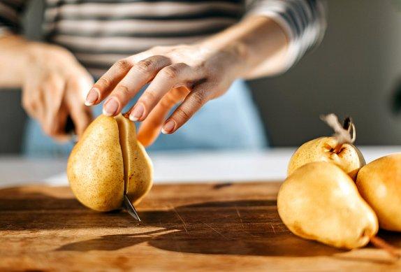 Sýrovo-hruškový koláč s lískovými ořechy