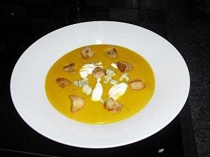 Karotkový krém s modrým sýrem